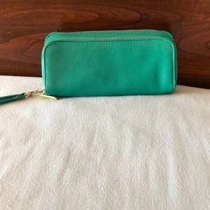 Handbags - Green wristlet with plenty of storage!